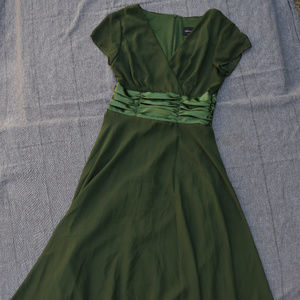 Dresses & Skirts - Green Chiffon Midi Dress